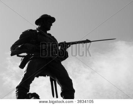 statue of world war two solider