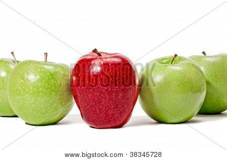 Maçã vermelha, no centro de verde maçã