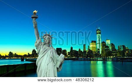 Horizonte de Nova Iorque e a estátua de liberdade, NY, EUA