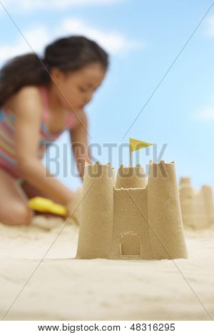 Closeup de castillos de arena con tocando fondo en Playa chica
