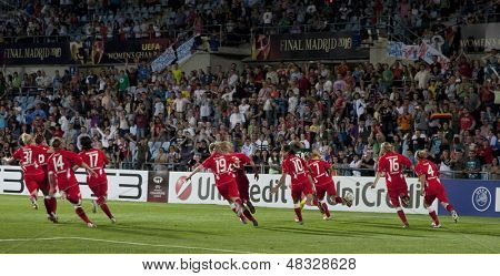 MADRID, SPAIN. 20/05/2010. Potsdam players celebrate winning the Women's Champions League final  played in the Coliseum Alfonso Perez, Getafe, Madrid.