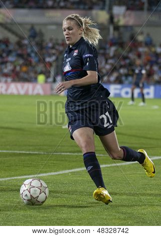 MADRID, SPAIN. 16/05/2010. Olympique's Lara Dickenmann in action during the Women's Champions League final  played in the Coliseum Alfonso Perez, Getafe, Madrid.