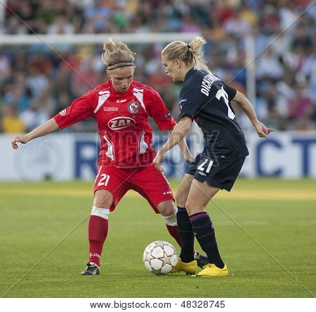 MADRID, SPAIN. 16/05/2010. Potsdam's FW Tabea Kemme and Olympique's MF Lara Dickenmann in action during the Women's Champions League final  played in the Coliseum Alfonso Perez, Getafe, Madrid.