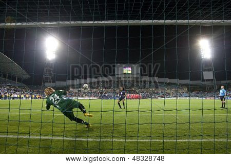 MADRID, SPAIN. 16/05/2010. Potsdam's goalkeeper Anna Felicitas Sarholz in action during the Women's Champions League final  played in the Coliseum Alfonso Perez, Getafe, Madrid.