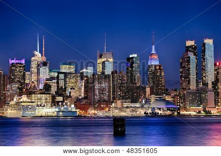Die Uptown New York City-Skyline In der Nacht