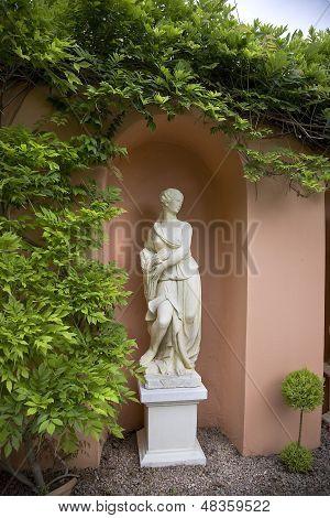 Estátua de Alabastrina de uma mulher