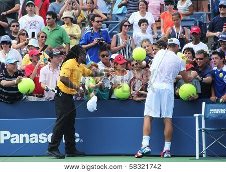 Grand Slam champion Andy Roddick signing autographs after practice for US Open 2012