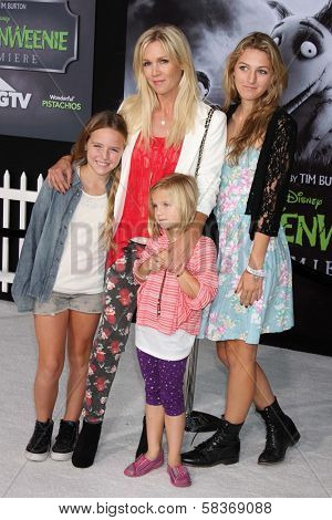 Jennie Garth and daughters Fiona Eve Facinelli, Luca Bella Facinelli and Lola Ray Facinelli at the