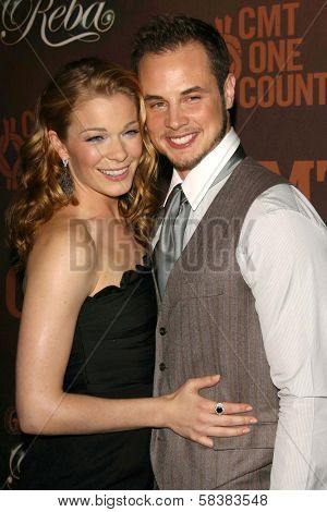 LeAnn Rimes and Dean Sheremet at the CMT Giants honoring Reba McEntire. Kodak Theatre, Hollywood, CA. 10-26-06