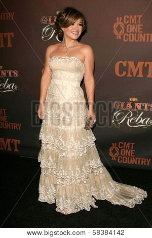 Kelly Clarkson at the CMT Giants honoring Reba McEntire. Kodak Theatre, Hollywood, CA. 10-26-06