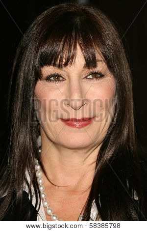 Anjelica Huston at the 21st Annual American Cinematheque Award Honoring George Clooney. Beverly Hilton Hotel, Beverly Hills, CA. 10-13-06