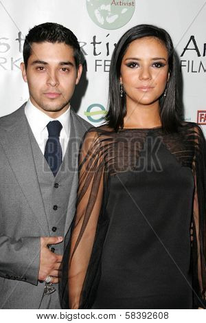 LOS ANGELES - NOVEMBER 10:  Wilmer Valderrama and Catalina Sandino Moreno at the Los Angeles Premiere of
