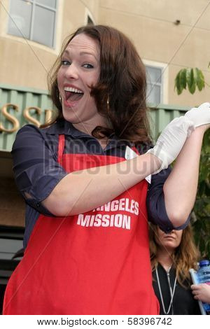 LOS ANGELES - NOVEMBER 22: Erin Cummings at The Los Angeles Mission Thanksgiving Meal for the Homeless  November 22, 2006 in Los Angeles Mission, Los Angeles, CA.