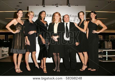 LOS ANGELES - NOVEMBER 3: Sarah Ferguson and Neil Koppel with the models at the