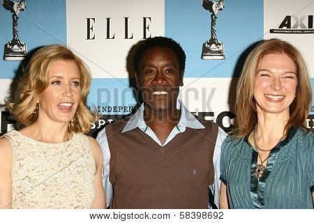 LOS ANGELES - NOVEMBER 28: Felicity Huffman with Don Cheadle and Dawn Hudson at the 2007 Film Independent's Spirit Awards Nominations at Sofitel Hotel on November 28, 2006 in Los Angeles, CA.