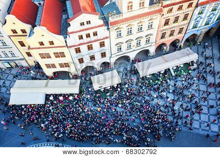 Old Town square with tourist crowd in Prague, on 11.04.2014