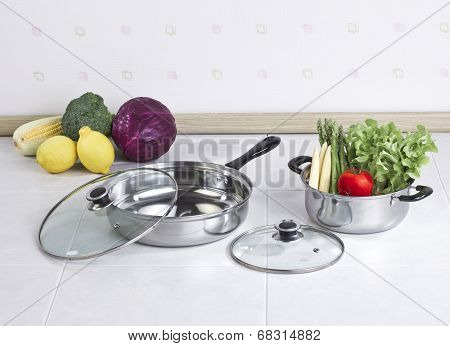 Set of stainless pot and pan