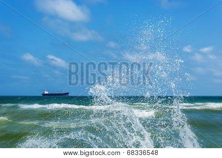 ?argo Ship And Splashing Waves