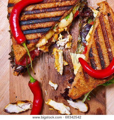 Spicy chiken club sandwich from rye bread