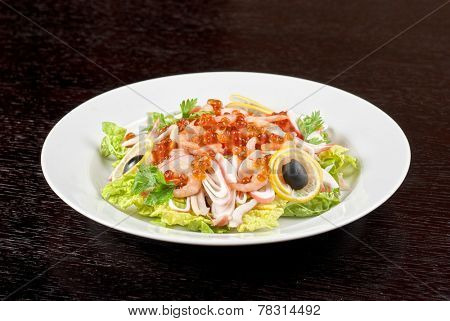 Salad with shrimps, caviar, calamaries and lettuce
