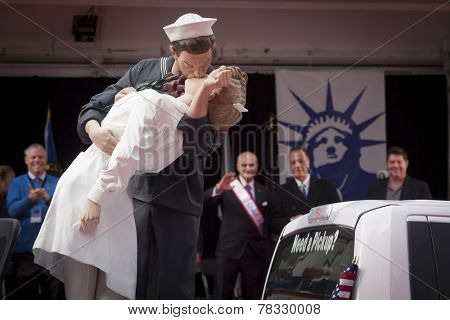 NEW YORK - NOV 11, 2014: The sculpture of a sailor kissing a woman inspired by the