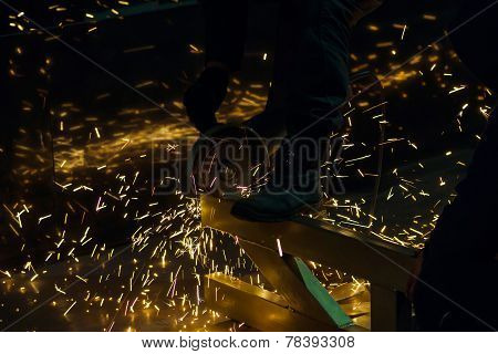 Sharpening And Cutting By Abrasive Disk Machine