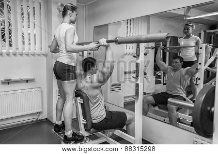 The coach with the client in the gym