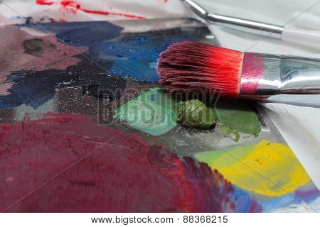 Brush makeup lying on pallets with different colours.