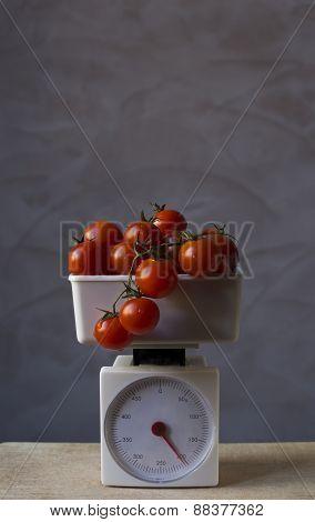 Tomatos on scales
