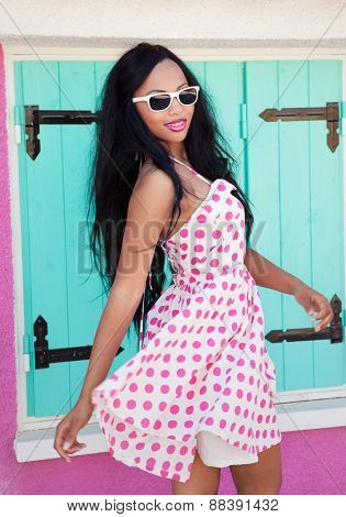 Tropical summer holiday fashion beauty concept, cheerful attractive woman wearing sunglasses