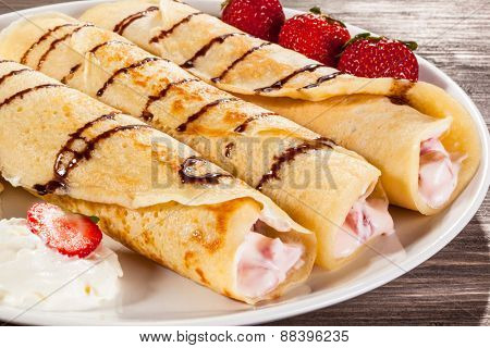 Crepes with strawberries and cream