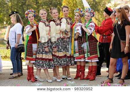 Orel, Russia, August 4, 2015: Orlovskaya Mozaika Folk Festival, Man And Women In Traditional Cossack