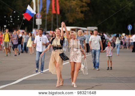 Orel, Russia, August 4, 2015: Orlovskaya Mozaika Folk Festival, Girls Dancing In The Square