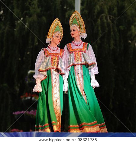 Orel, Russia, August 4, 2015: Orlovskaya Mozaika Folk Festival, Two Girls In Russian Dresses And Kok