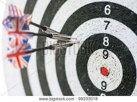 Darts board with arrows