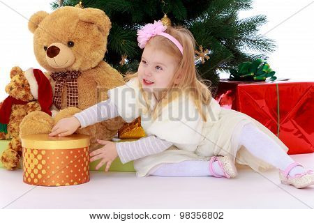 Little girl with gift