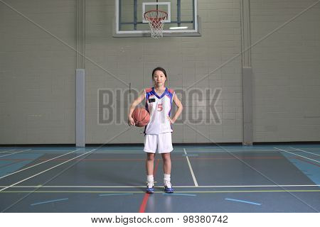 asian basketball player in gymnase field