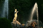 picture of undine  - Neptune fountain with lateral evening light upon it and dark background - JPG