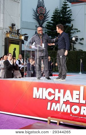LOS ANGELES - JAN 26:  Quincy Jones, Billy Bush speaks at the Michael Jackson Immortalized  Handprint and Footprint Ceremony at Graumans Chinese Theater on January 26, 2012 in Los Angeles, CA