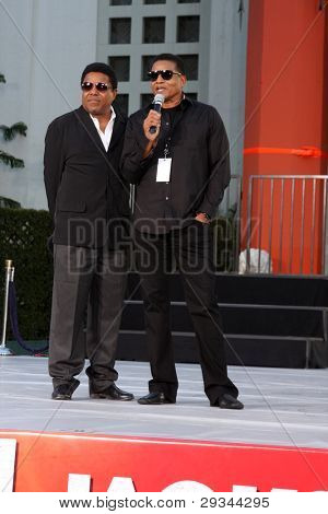 LOS ANGELES - JAN 26:  Tito Jackson, Jackie Jackson at the Michael Jackson Immortalized  Handprint and Footprint Ceremony at Graumans Chinese Theater on January 26, 2012 in Los Angeles, CA