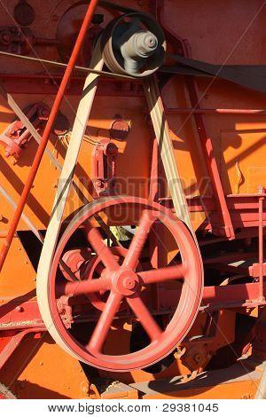 Belt drive on a threshing machine