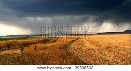 ländlichen Montana Gewitterwolken