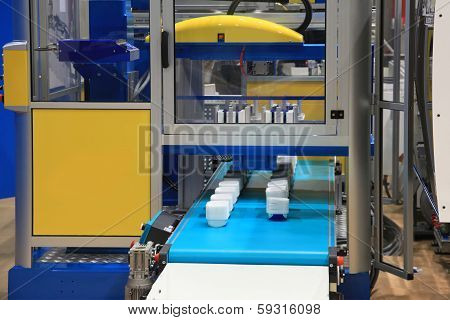 Injection Moulding Machine  Of Plastic Parts
