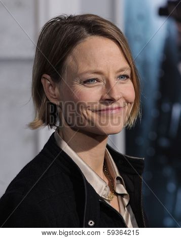 LOS ANGELES - DEC 06:  JODIE FOSTER arrives to the