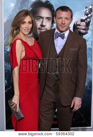 LOS ANGELES - DEC 06:  GUY RITCHIE & JACQUI AINSLEY arrives to the