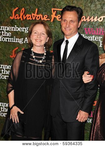 LOS ANGELES - OCT 17:  Kate Burton & Tony Goldwyn arrives to the Wallis Annenberg Center for the Performing Arts Gala  on October 17, 2013 in Beverly Hills, CA