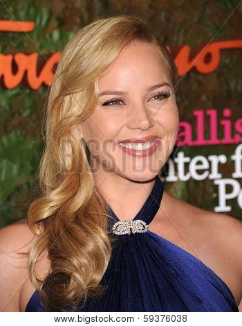 LOS ANGELES - OCT 17:  Abbie Cornish arrives to the Wallis Annenberg Center for the Performing Arts Gala  on October 17, 2013 in Beverly Hills, CA