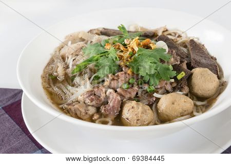 Combination Beef Noodle With Beef Ball, Beef Tripe, Beef Liver
