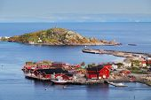 picture of reining  - Village in norway with house Lofoten Reine - JPG