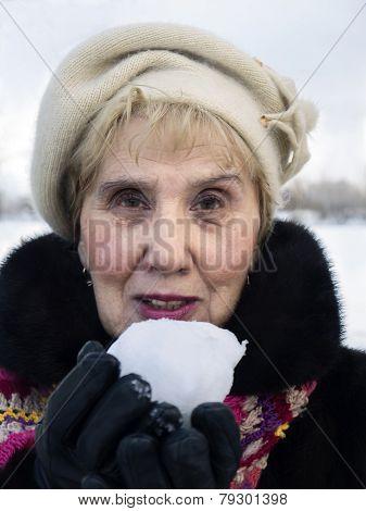 Senior Holding Snowball